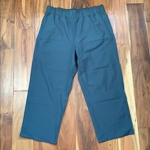 lululemon athletica Pants & Jumpsuits - Lululemon cropped pants